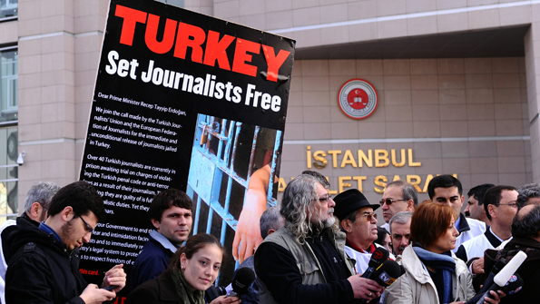 Protesting against detention of journalists
