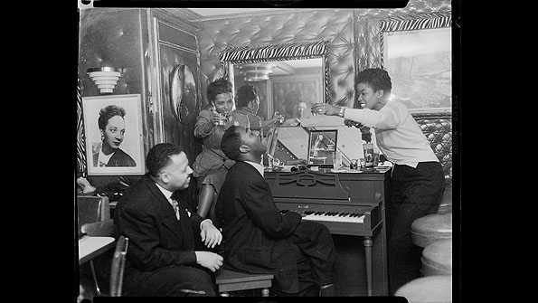 Sarah Vaughan with Frank Bolden to her left (1950)