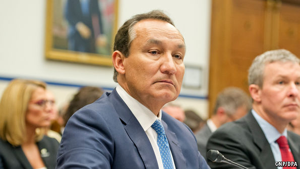 US Lawmakers Chide Beleaguered United Airlines Chief Over Passenger Abuse