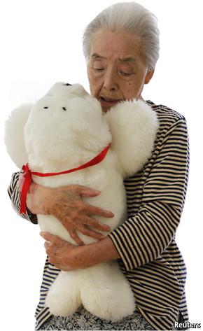 El robot Paro ayuda en residencias geriátricas