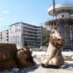 Here comes the equestrian statue