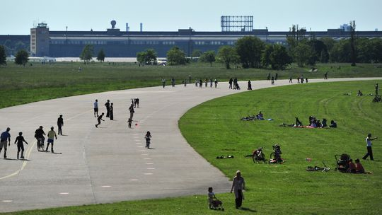 berlin s tempelhof airport no crappy capitalist luxury project please the economist. Black Bedroom Furniture Sets. Home Design Ideas