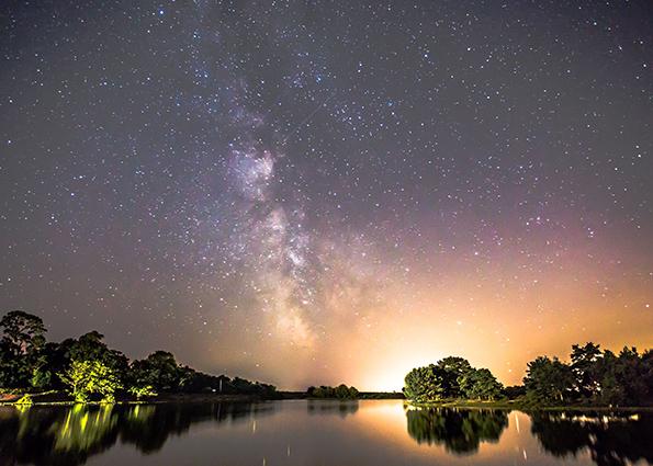Млечный Путь над Hatchet пруд, Брокенхерст, графство Гемпшир, Англия