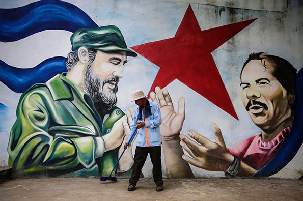 The iconography of fidel castro paintbrush and sickle for Mural nicaraguense
