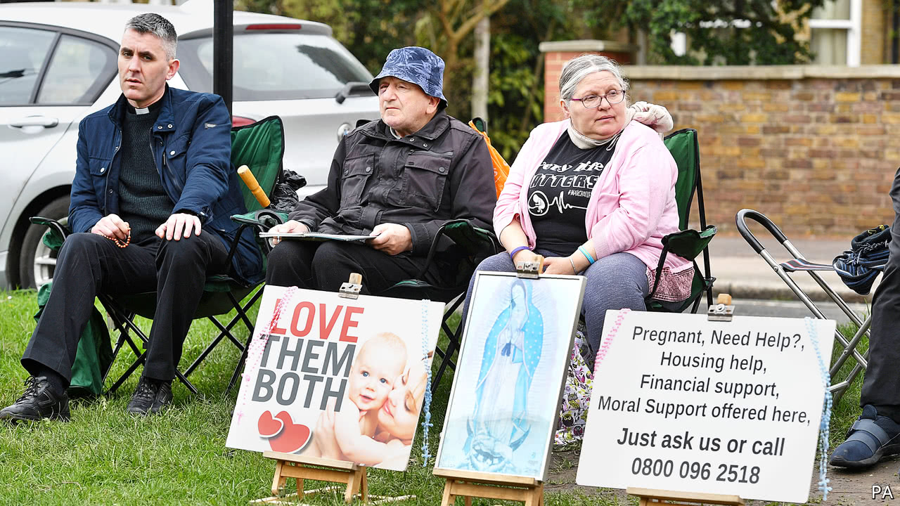 Abortion protests outside clinic are banned by council