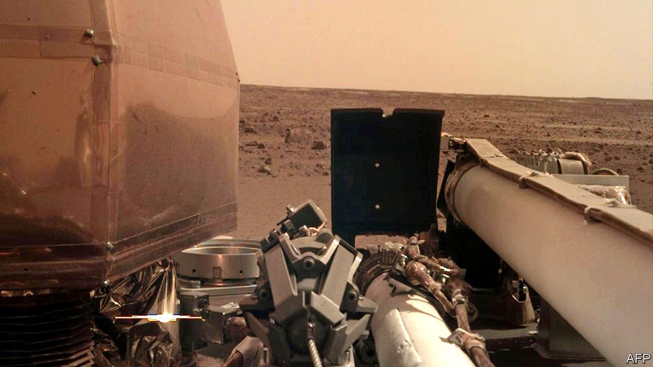 A probe lands on Mars