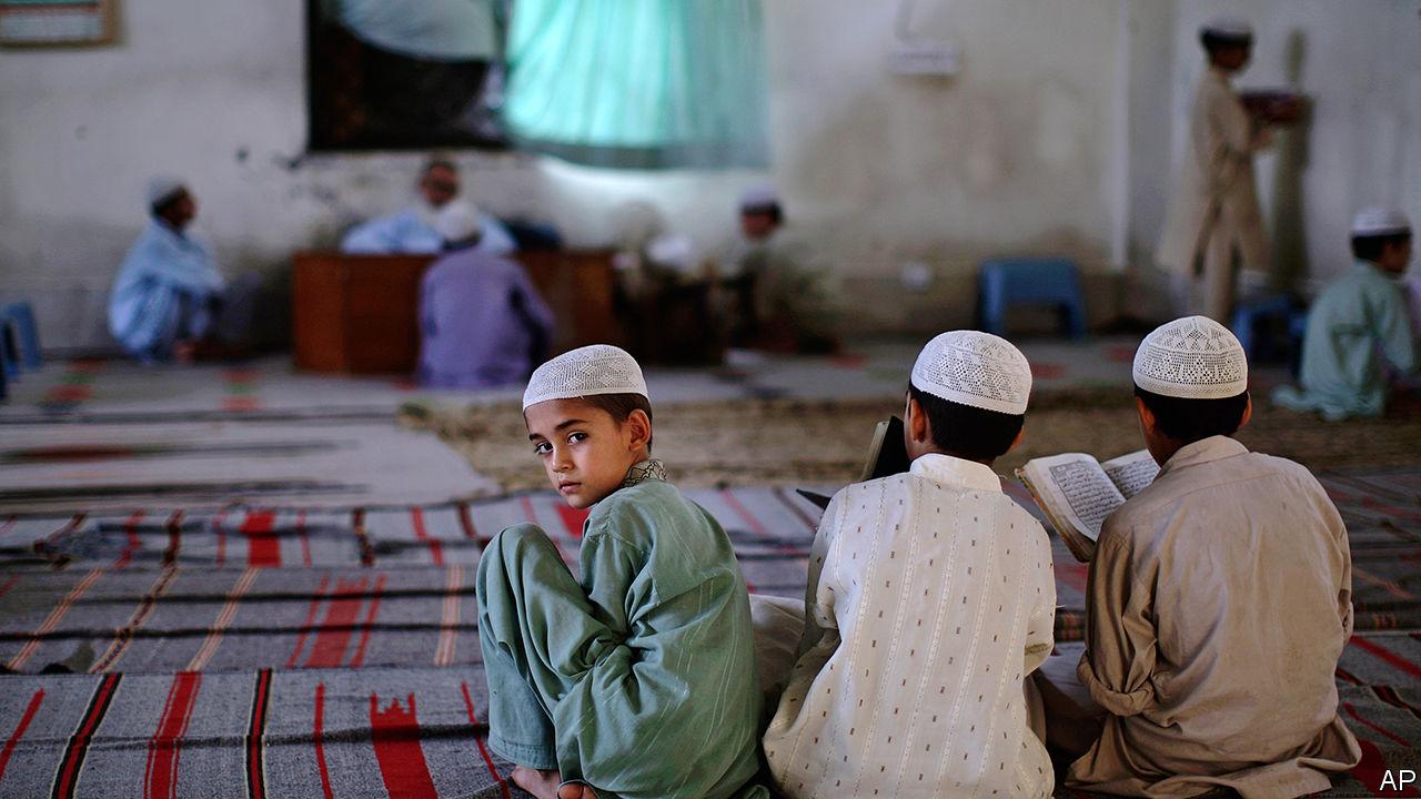 A look inside a Pakistani madrassa - Religion and education